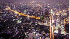 Cidade da noite de Banguecoque foto de stock royalty free