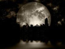Cidade da noite da Lua cheia Fotos de Stock Royalty Free