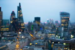 Cidade da noite da opinião de Londres no borrão Londres imagem de stock