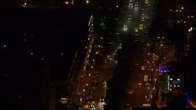 Cidade da noite da rua, vista superior Tráfego rodoviário Tbilisi, Geórgia video estoque