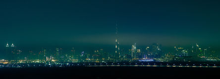 Cidade da noite, skyline de Dubai, Emiratos Árabes Unidos Imagem de Stock