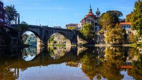 Cidade da opinião do rio de Amarante fotografia de stock