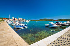 Cidade da opinião do verão da costa de Pirovac Imagens de Stock Royalty Free