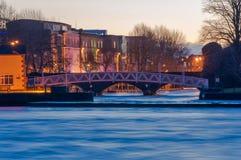 Cidade da quintilha jocosa com rio do shannon Imagens de Stock Royalty Free