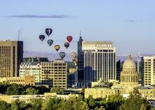 Cidade da skyline de Boise com os balões de ar quente fotos de stock