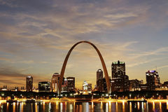 Cidade da skyline de St Louis, Missouri fotografia de stock royalty free