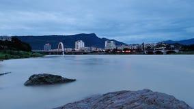 Cidade das montanhas e das águas Fotografia de Stock