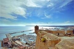 Cidade de Alicante, spain, castelo, Santa Barbara, porto, azul, imagens de stock royalty free