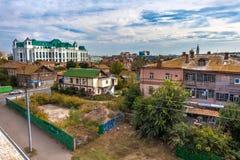 Cidade de Astracã da paisagem da rua, Rússia - em setembro de 2014 fotografia de stock