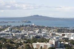 Cidade de Auckland & Rangitoto Isl. Fotografia de Stock Royalty Free