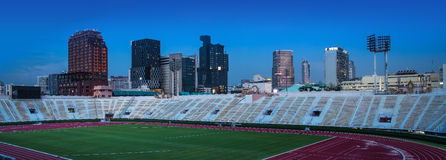 Cidade de AUrban com o estádio nacional de Tailândia, Banguecoque. foto de stock royalty free