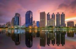 Cidade de Banguecoque do centro no nascer do sol Fotografia de Stock