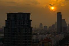 Cidade de Banguecoque na opinião do por do sol fotos de stock