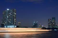 Cidade de Banguecoque no crepúsculo Imagem de Stock