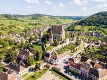 Cidade de Biertan e igreja fortificada evangélica lutheran i de Biertan fotos de stock royalty free