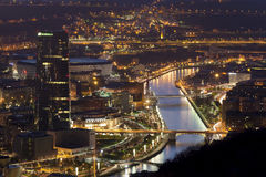 CIDADE de BILBAO - 21 de dezembro Anoitecer na cidade de Bilbao no de Imagens de Stock Royalty Free