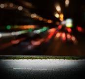 A cidade de Bokeh ilumina a estrada imagem de stock