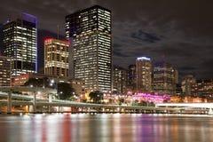 Cidade de Brisbane na noite Fotografia de Stock Royalty Free
