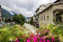 Cidade de Chamonix em França nos cumes Imagem de Stock