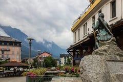 Cidade de Chamonix em França nos cumes Foto de Stock