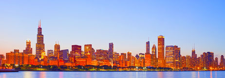 Cidade de Chicago EUA, skyline colorida do panorama do por do sol Fotos de Stock Royalty Free