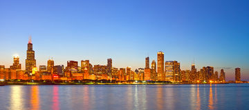 Cidade de Chicago EUA, skyline colorida do panorama do por do sol Foto de Stock Royalty Free