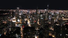 Cidade de Chicago na noite imagens de stock