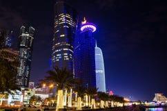 A cidade de Doha, Catar na noite Imagens de Stock Royalty Free