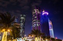 A cidade de Doha, Catar na noite Fotos de Stock
