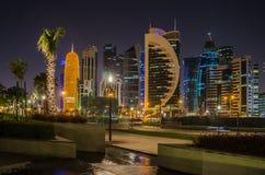Cidade de Doha, Catar na noite Fotos de Stock Royalty Free