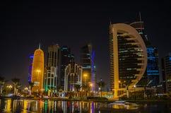Cidade de Doha, Catar na noite Fotos de Stock