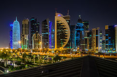 Cidade de Doha, Catar na noite Fotografia de Stock Royalty Free