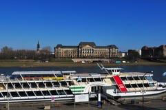 A cidade de Dresden tem Europe's a vapor-barco-frota a mais grande do rio imagens de stock royalty free