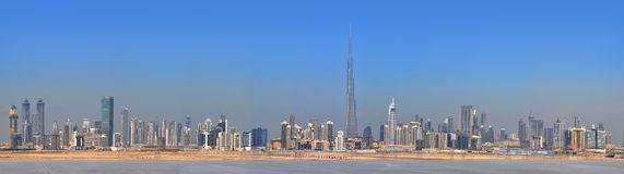 Cidade de Dubai do panorama. Centro de cidade, arranha-céus Fotos de Stock Royalty Free