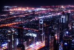 Cidade de Dubai na noite imagens de stock