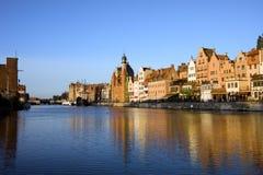 Cidade de Gdansk e rio velhos de Motlawa Fotografia de Stock Royalty Free