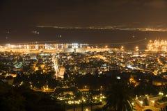 A cidade de haifa em a noite Fotos de Stock