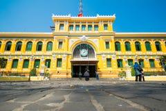 Cidade de HOJIMIN, Vietname o 17 de março:: Estação de correios central de Saigon, beaut Fotografia de Stock