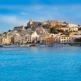 Cidade de Ibiza Eivissa com mediterrâneo azul fotografia de stock