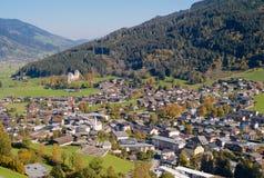 A cidade de Kaprun de cima de imagem de stock