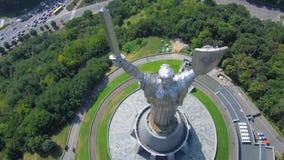 Cidade de Kiev - o capital de Ucrânia Metragem aérea do voo do zangão: Pátria da mãe filme
