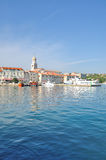 Cidade de Krk, ilha de Krk, mar de adriático, Croácia Imagens de Stock Royalty Free