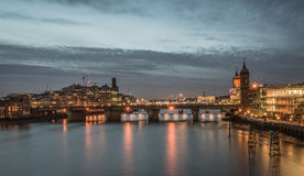 Cidade de Londres na noite imagens de stock royalty free