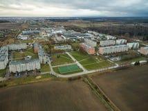 Cidade de Mazeikiai em Lituânia Céu tormentoso no fundo lithuania foto de stock royalty free