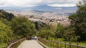 Cidade de Medellin no lado tropical do país de Colômbia imagem de stock