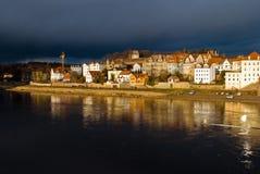 Cidade de Meissen em Saxony Cidade no rio elba Reflexão na água fotografia de stock