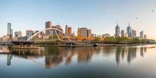 Cidade de Melbourne o mais suportável no mundo com opinião do panorama fotos de stock