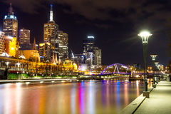 Cidade de Melbourne - rio e passadiço de Southgate Fotografia de Stock