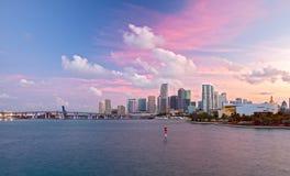 Cidade de Miami Florida, panorama colorido do por do sol Fotos de Stock Royalty Free