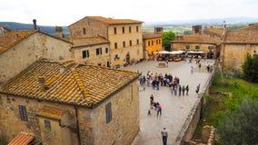 Cidade de Monteriggioni com fundo do céu azul fotos de stock royalty free